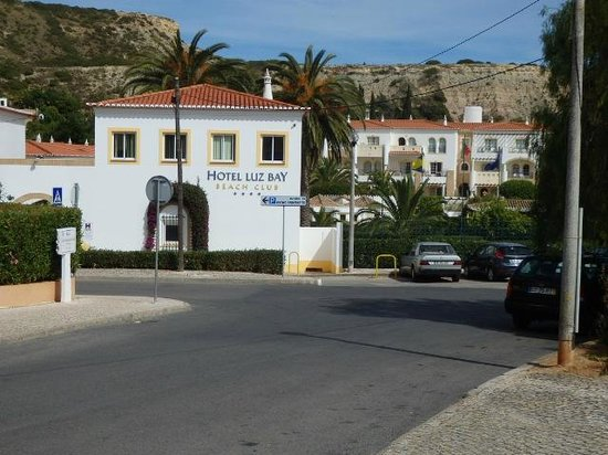 Hotel Luz Bay : hotel  front