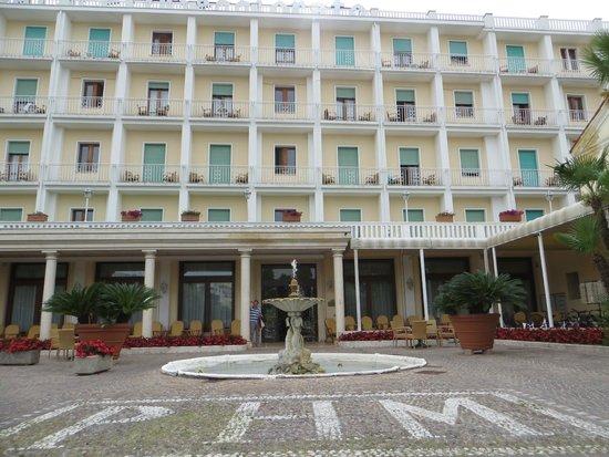Palace Hotel Meggiorato : L'ingresso all'hotel