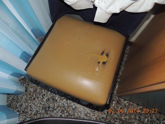 Hotel Telstar: sedia rotta