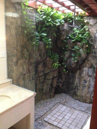 Bali Mandira Beach Resort & Spa: bathroom