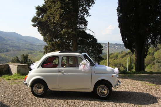Chianti 500 Rentals: A wedding with a vintage Fiat 500