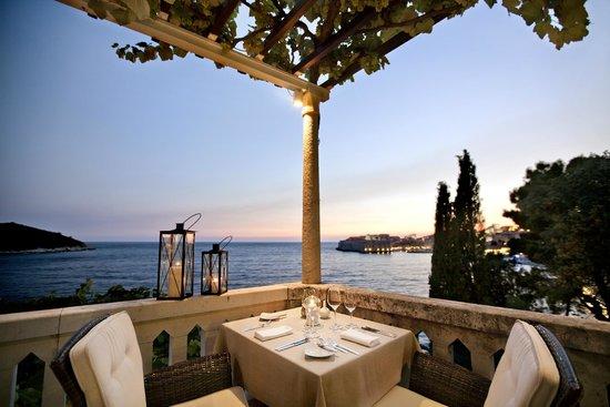 Villa Orsula: Rrestaurant Victoria & lounge Bar