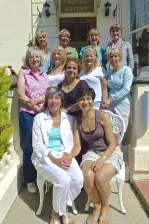 Bella Vista Hotel: Our ladies group on the front steps