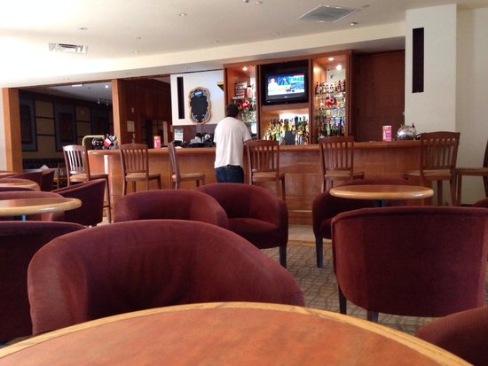 Four Points by Sheraton Toronto Airport: Lounge /Bar area