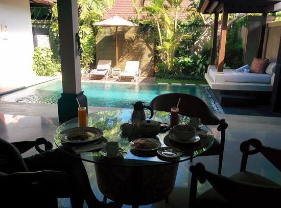 Disini Luxury Spa Villas: private pool with Dining area