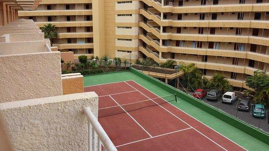 Apartamentos Caribe: hotel tennis court