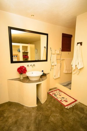 Nandina Guest House & Self Catering Cottages: En-suite Bathroom