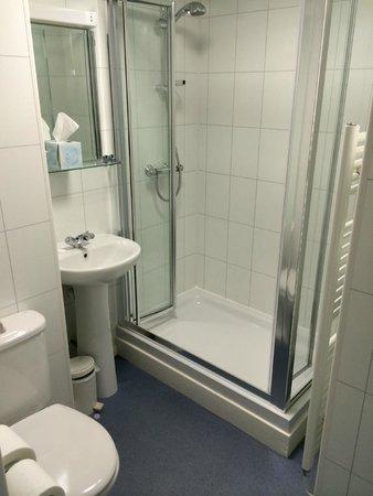 Best Western Muthu Queens Oban Hotel: Good clean shower room