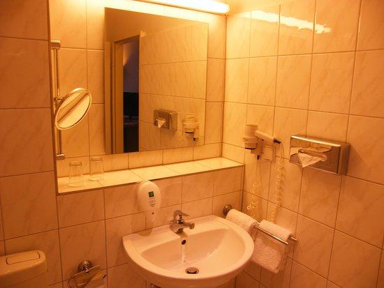 Mark Apart Hotel: Bagno lato lavabo