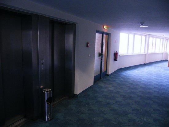 Mark Apart Hotel: Corridoio lato ascensori