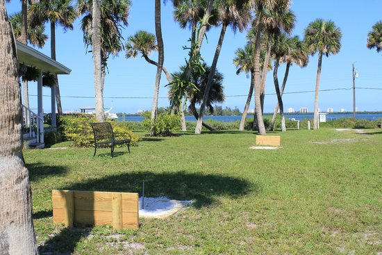 Indian River Lagoon Waterfront Cottages: Horseshoes by the water