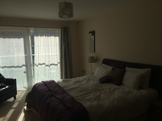 A Space in the City - Century Wharf: Bedroom 1