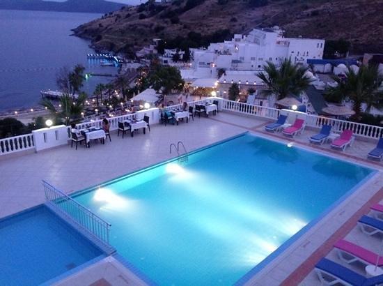 Dolce Bodrum Hotel: manzarayla havuz ve yemek sefasi