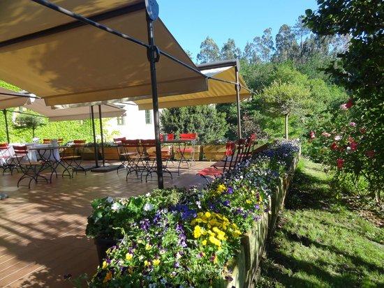 Hotel Spa Relais & Chateaux A Quinta da Auga: Esta terraza exterior es ideal para comer,tomar una copa o desayunar rodeados de belleza natural
