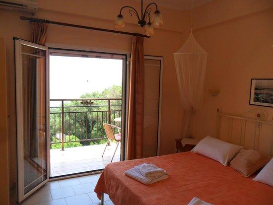 Rena Studios: Bedroom with balcony