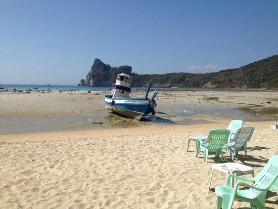 Phi Phi Chang Grand Resort & Spa : när vi kom till stranden var det EBB, snopet att ej kunna bada