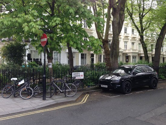 Park Grand London Paddington: Street next to the hotel with a small park