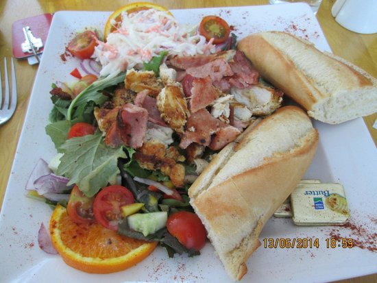 Red House Hotel: Cajun chicken and bacon salad