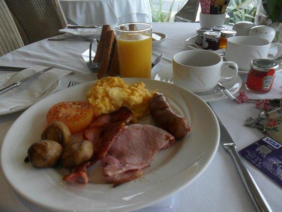 Roslin Beach Hotel: breakfast