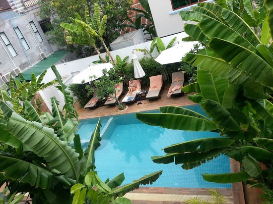 Apsara Centrepole Hotel: The pool from first floor