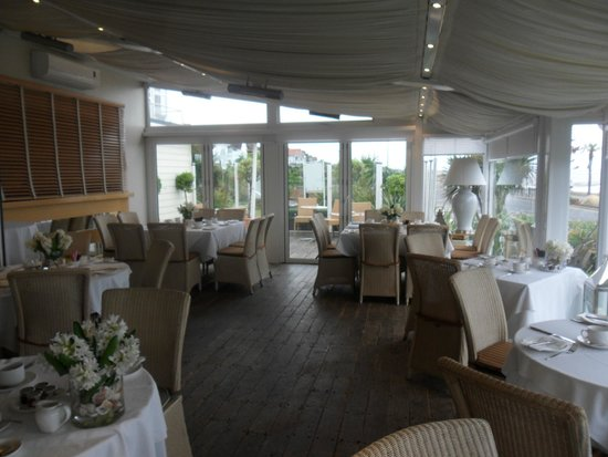 Roslin Beach Hotel: dining