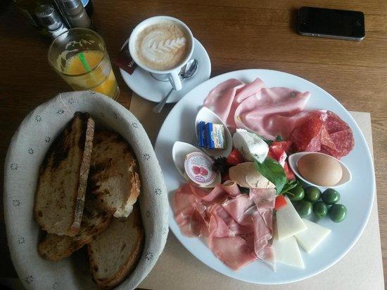 Breakfast @ VacaMuuu