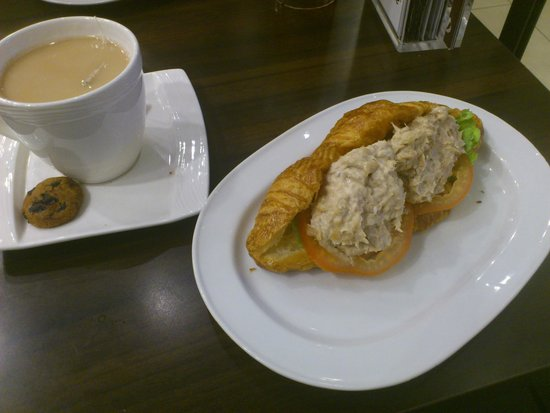 Delifrance: tuna croissant for breakfast