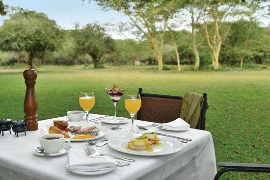 Falaza Game Park & Spa : Breakfast on the Lawn