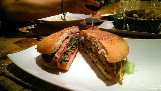 Bunker's: Hamburguesa gourmet excelente! 16€