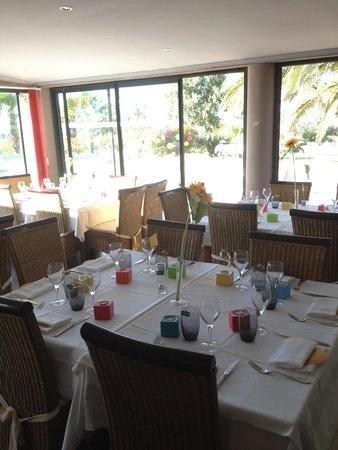 Auberge du Maquis : Aussi bon de dîner à l'extérieur qu'à l'intérieur ..