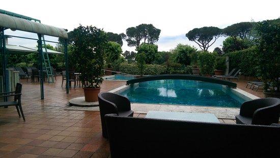 Grand Hotel Panoramic: La piscine...Parfait pour y faire nager ...les poissons!