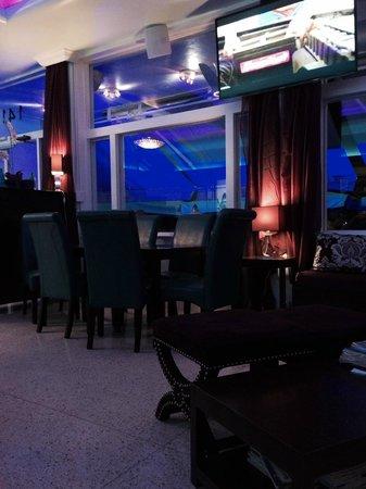 Penguin Hotel: Lobby