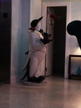 Penguin Hotel: Deco