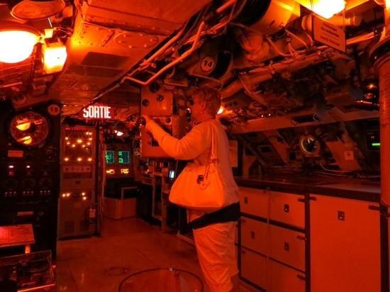Site historique maritime de la Pointe-au-Pere : vision de nuit