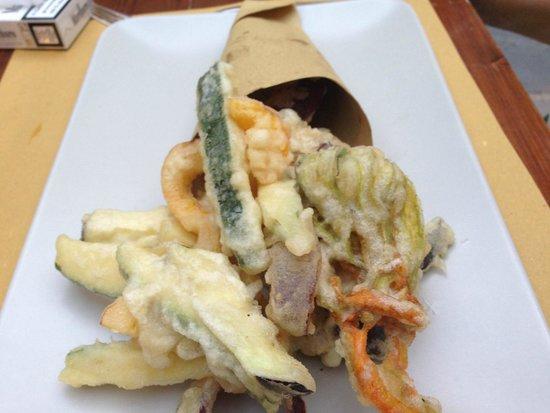 Alla Corte di Bacco: Frittierte Zucchini mit Blüten