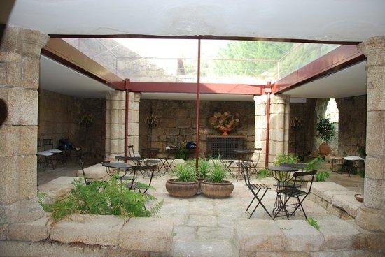 Pousada Convento de Belmonte: This little courtyard had been the Monastery's cloisters