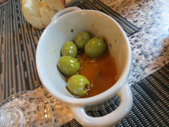 Chez Antoine : olives apéritif