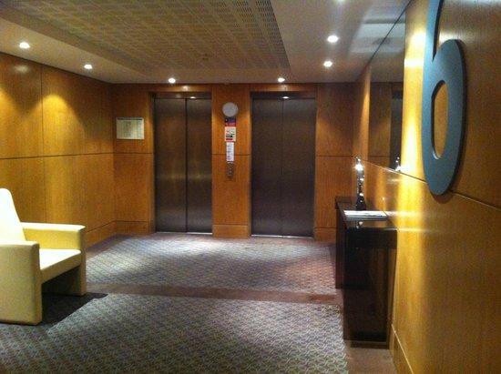 Mercure Lisboa Almada: ascensores