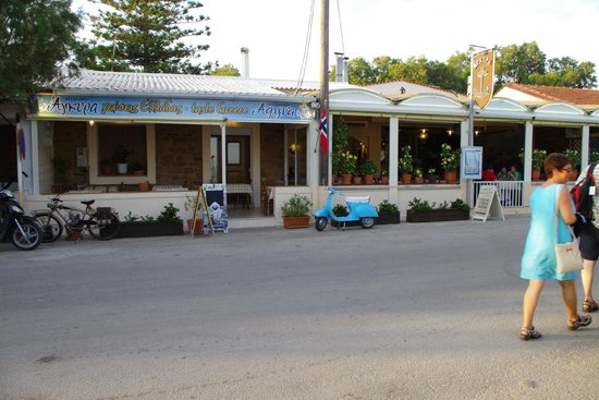 Sun Village Beach Hotel Apartments : agyra