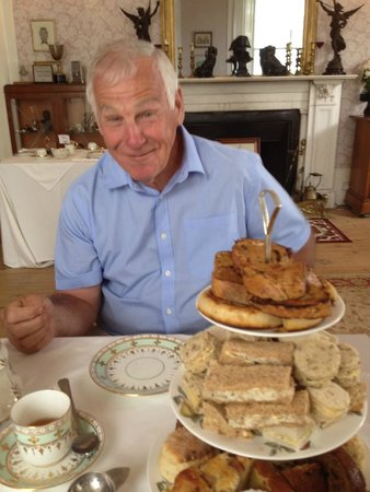 Paskeston Hall Country House: Dad seemed quite happy!!!