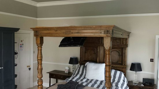 Wollaston Lodge Bed & Breakfast: Comfy four poster bed. Slept so well :)
