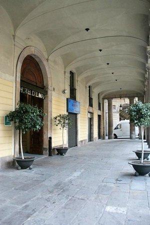Hotel del Mar: Вход в отель
