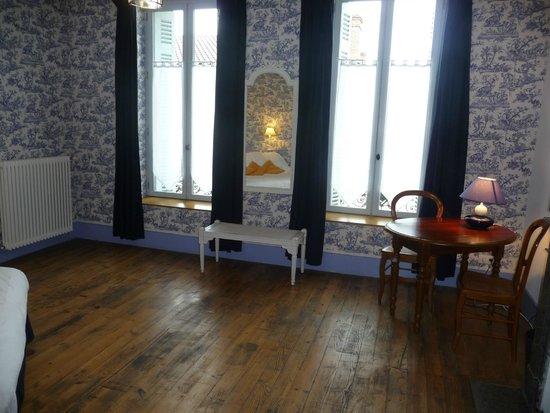 Le Saint Vincent Hôtel Restaurant : papetier
