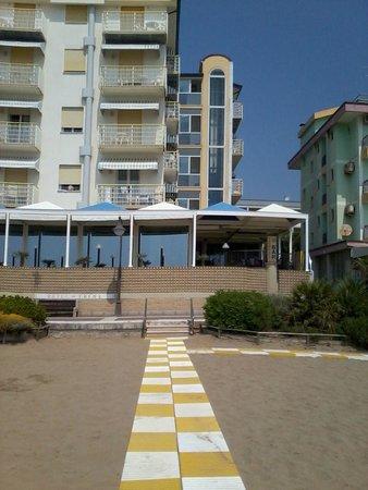Hotel Edera : vicino alla spiaggia fronte mare.