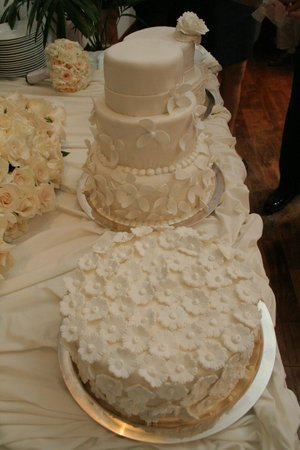 Royal Hideaway Playacar: Wedding Cakes