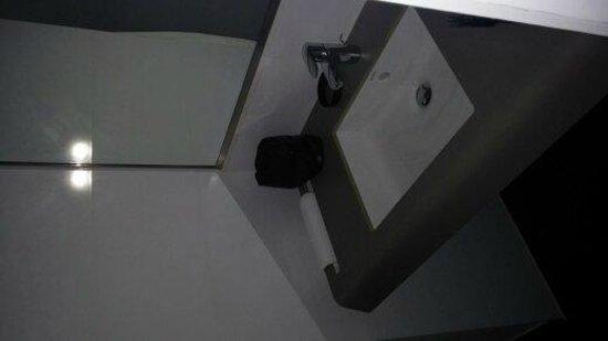 Hotel Ariane: Large Bathroom sink with free toiletaries