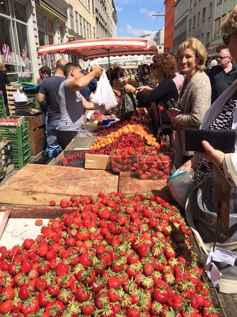 Viktor-Adler Markt: Strawberries & more