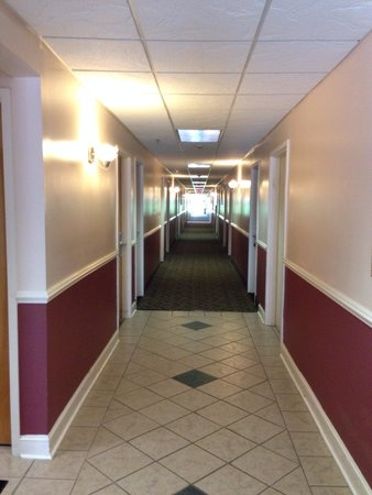 Super 8 Salisbury: All rooms have inside doors and a lot of cameras for security.