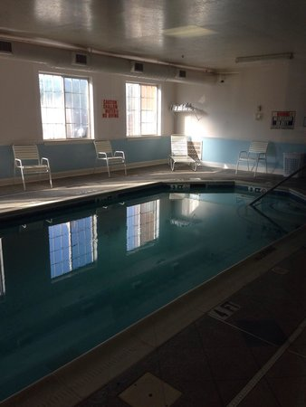 Super 8 Salisbury: Small Indoor pool.