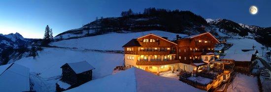 Landhotel Hauserbauer: Winteransicht Haus